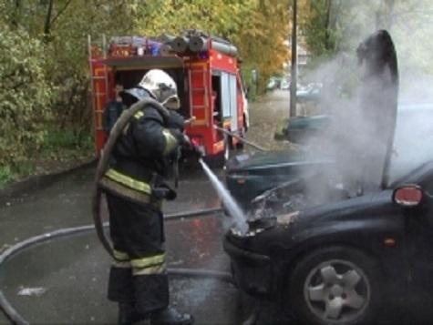 ВРодниках пожарные тушили автомобиль