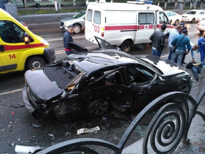 ВИванове столкнулись три автомобиля, пострадали шесть человек